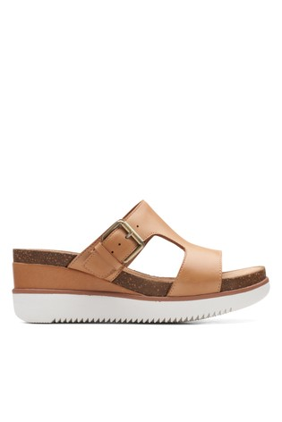 Clarks Sand Leather Lizby Ease Sandals