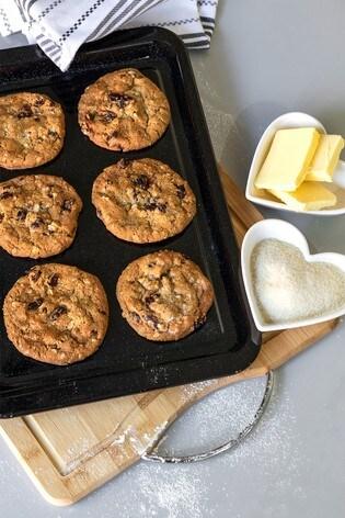 Set of 2 Enamel Roasting And Baking Trays by Wham