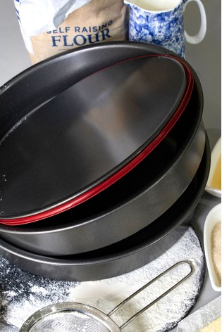 Set of 2 18cm Non Stick Round Cake And Baking Tins by Wham