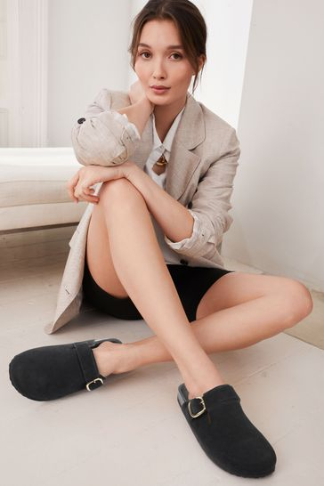 Black Leather Forever Comfort® Closed Toe Footbed Mules