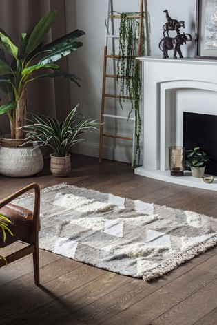 Perez Geo Tufted Fringed Rug by Gallery Direct