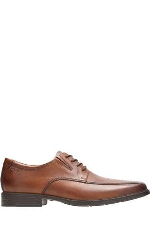 Clarks Wide Fit Tan Tilden Walk Shoe