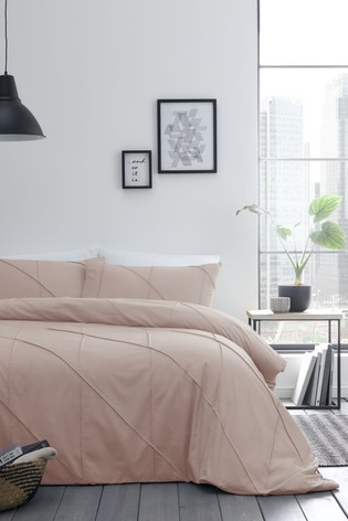 Serene Dart Pleated Bed Set