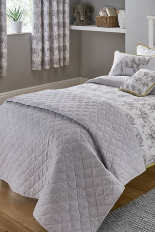 Sam Faiers Little Knightley's White Quilted Throw