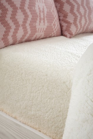 Catherine Lansfield Cream So Soft Sherpa Fleece Fitted Fitted Sheet