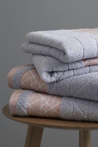 Set of 2 Catherine Lansfield Blush Linear Diamond Bath Towels