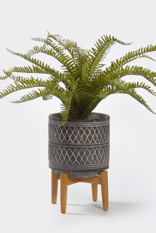 Bayswood Faux Fern Cement Plant Pot With Wooden Stand