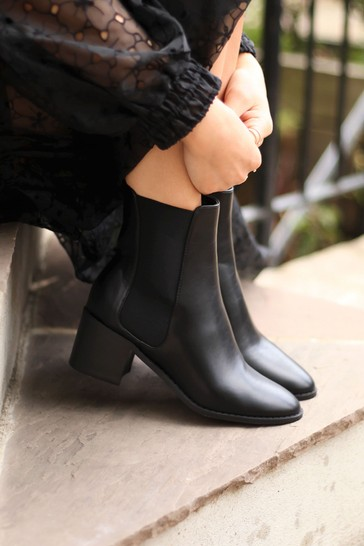Linzi Black Kay Pull On Chelsea Boot With Stacked Block Heel
