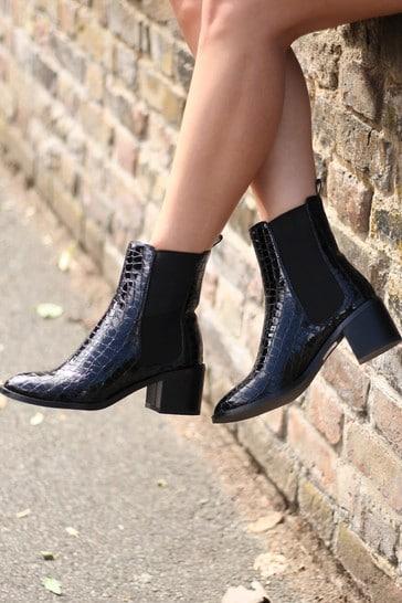 Linzi Coal Kay Pull On Chelsea Boot With Stacked Block Heel