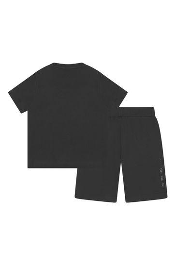 소년 블랙 티셔츠 와 반바지 세트