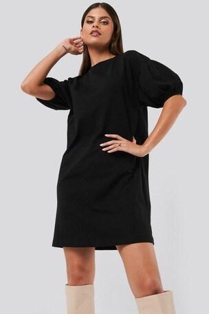 Shoppa Nike Essential T Shirtklänning Dam i en Svart färg