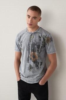 Grey Wash Skull Graphic T-Shirt