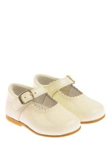 Andanines Girls Ivory Patent Scalloped Edge Mary Jane Shoes