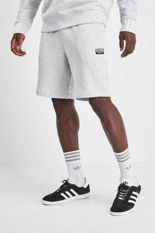 Kaufen Sie adidas Originals R.Y.V. Shorts bei Next Deutschland