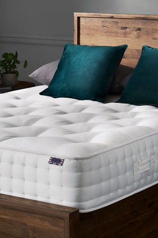 The Deluxe 2500 Firm Mattress