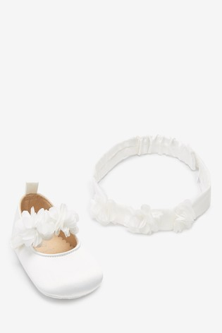 White Satin Corsage Pram Shoes And Headband Set (0-18mths)