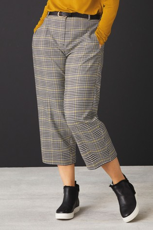 Monochrome Belted Culottes