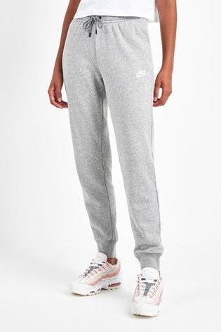 Kaufen Sie Nike Essential Tapered Fleece Jogginghosen bei
