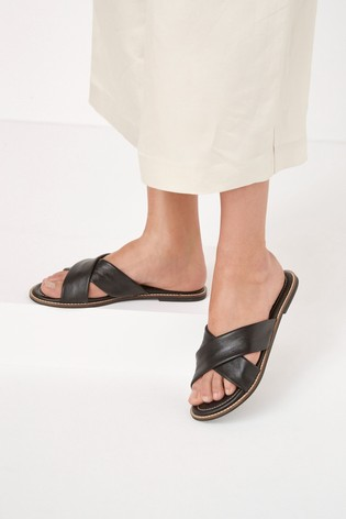 Black Signature Forever Comfort® Bagged Cross Mules