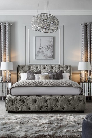 Harper Buttoned Bed
