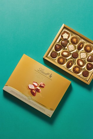 Lindt Swiss Luxury Selection Boxed Chocolate 195g
