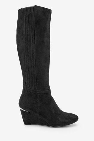 Forever Comfort® Schwarze kniehohe Stiefel mit Keilabsatz in regulärerweiter Passform