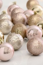 20 Pack Baubles
