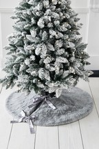 Textured Faux Fur Tree Skirt