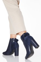 Quiz Wide Fit Mixed Material Bow Back Block Heel Boot