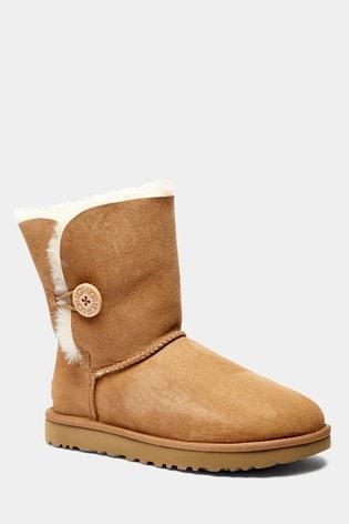 89d0392edb0 UGG® Chestnut Bailey Button Short Boot