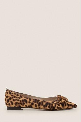 fine craftsmanship on feet images of variety design Boden Brown Langley Ankle Boots