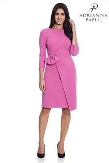 שמלה צמודה מקרפ עם קשירה של Adrianna Papell בוורוד