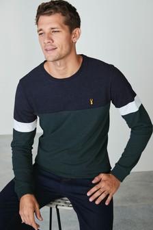 חולצת טי בגזרה רגילה בגווני בלוק עם שרוול ארוך