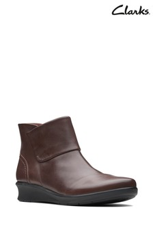 Clarks Brown Hope Track Boots