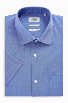Рубашка классического кроя из фактурной ткани с короткими рукавами и карманом