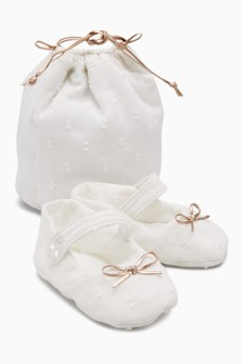 Pram Shoes With Gift Bag (Younger)