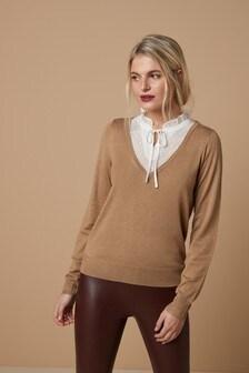 Tkaný svetrs vázačkou