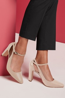 Signature Cut Out Square Toe Shoes