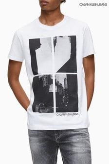 חולצת טי עם הדפס של Calvin Klein Jeans דגם Upscaled Photo בלבן