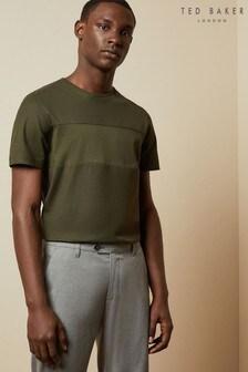 חולצת טי מכותנה עם פנל דגםHelter שלTed Baker