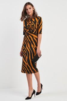 Платье с рисунком и перекрученной драпировкой