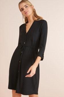 Практичное платье-рубашка