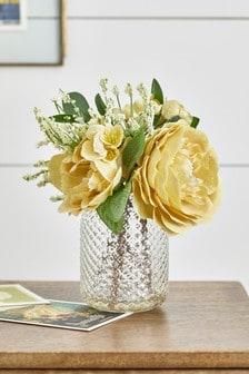 人造花和壓紋花瓶