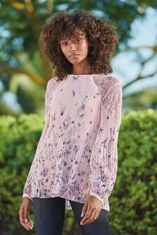 Плиссированная блузка с кружевными вставками