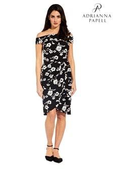 שמלת נדן שחורה עם סרט קשירה במותן דגם Living Blooms של Adrianna Papell
