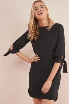 Sukienka z wiązanymi rękawami, o prostym kroju
