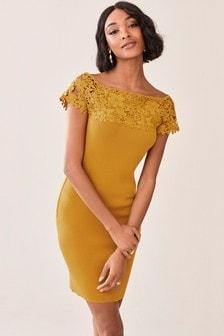שמלה בסגנון בארדו עם תחרה