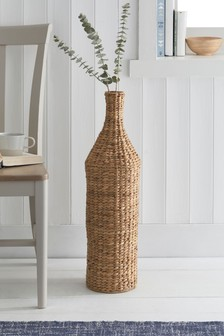 Высокая плетеная ваза