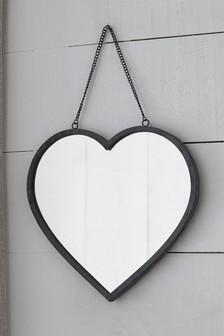 Spiegel in Herzform und Vintage-Look