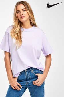 Nike Essentials Boyfriend Fit T-Shirt
